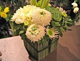 15.グリーンBOXのアレンジメント 季節の花でちょっとギフト.jpg